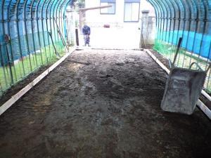コンクリートの厚みを掘り下げ整地